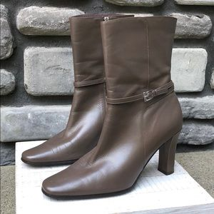 Heeled Ankle Boot Anne Klein Soft Brown sz 9 EUC